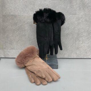 Het najaar is voelbaar, alle mooie herfstkleuren zijn zichtbaar en het weer veranderd 🍂 Bereid je vast voor op de winter en shop handschoenen in onze webshop: https://orbelle.nl/accessoires/ • • • #orbelle #oorbellenwebshop #sieradenwebshop #accessoires #satinjewellery #maximaoorbellen #stijlvolleoorbellen #tassen #ootd #stijlvollehandschoenen #handschoenen #winteriscoming #najaar #handschoenen #fakefur #onlineshoppen #stijlvolleaccessoires #jewellerytrends #fashiontrends #satinjewellery #fashionista #fashionmusthave